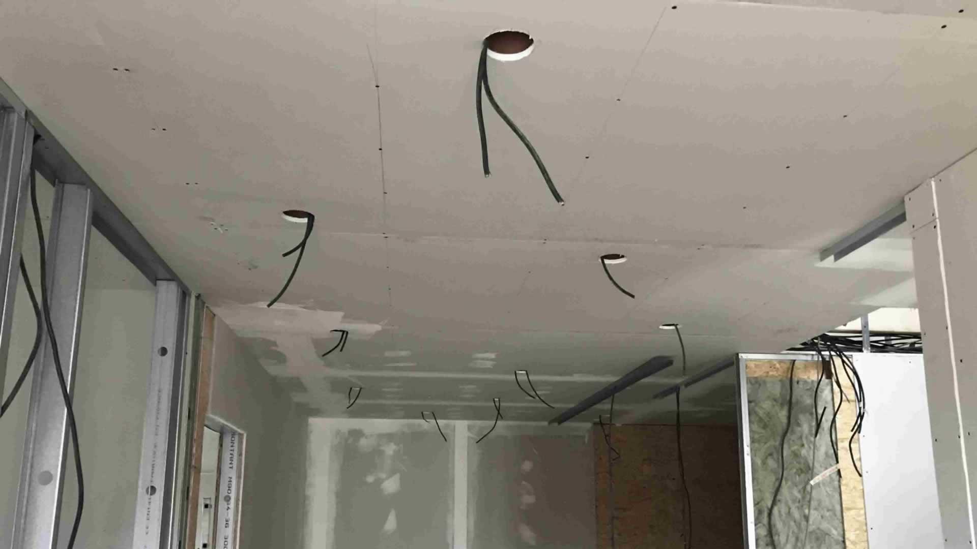 Remplacement plafond chauffant sous toiture, réparation film ...